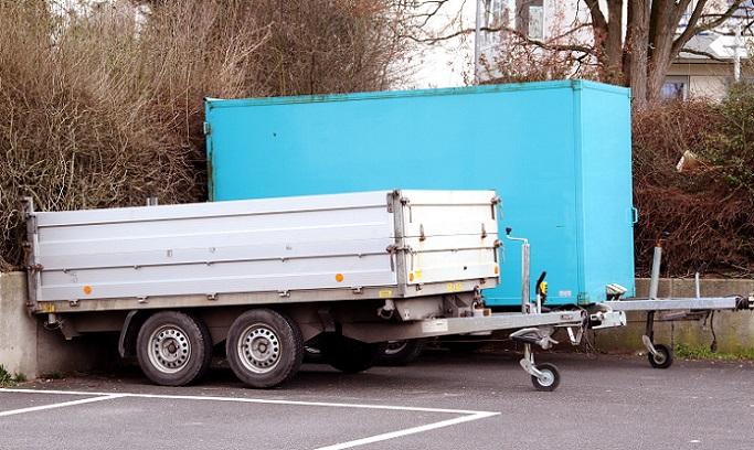 Wenn der TÜV für den Anhänger Umbau vorgenommen wird, erfolgt dies nach ebenso strengen Vorgaben und Vorschriften, wie auch beim Auto. (#02)