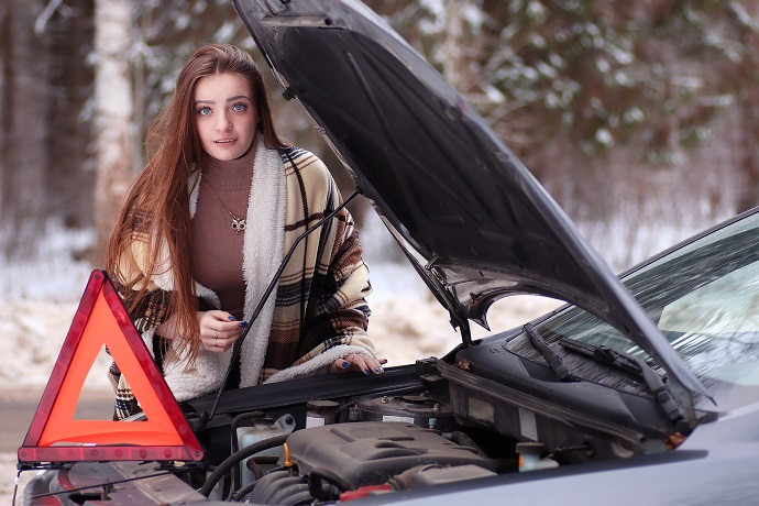 Ist der VW Golf Motor eingefroren, bleibt das Auto liegen und zu dem Ärger kommt auch noch, dass an in der Eiseskälte auf den nächsten Abschleppdienst warten muss der einen in die Werkstatt bringt.(#01)