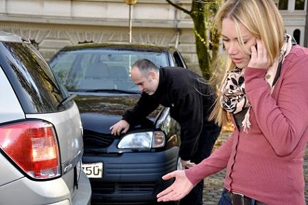 Bei einem Unfall, einer Beschädigung an einem Auto und sei es noch so gering, nie den Unfallort verlassen.