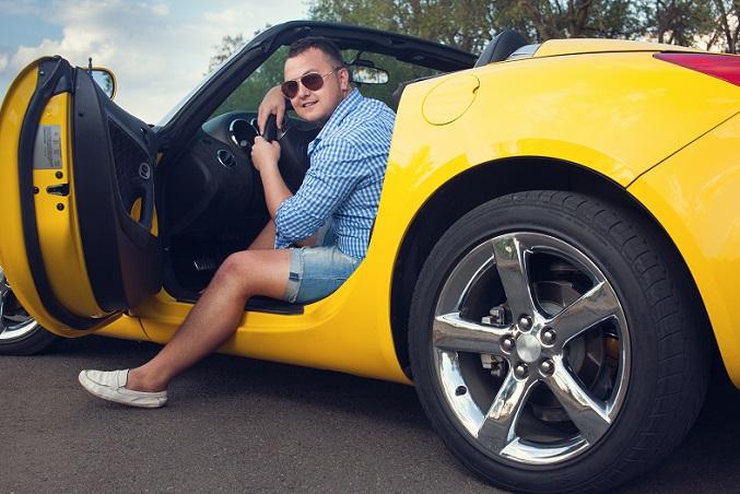 Um den richtigen Anbieter für die Sportwagen-Versicherung zu finden und Preisfallen zu vermeiden, gilt es einige Tipps zu beachten. Jede Versicherung kalkuliert Tarife und Beitragshöhen ein bisschen anders. (#01)