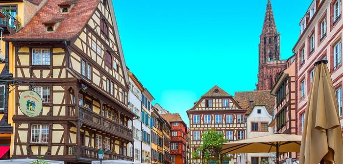 """Die Stadt im Elsass ist mit dem Auto von Deutschland aus ganz schnell zu erreichen. Das Besondere hier ist die wunderschöne Altstadt mit ihrer besonderen Architektur, die als """"Grande Ile"""" bezeichnet wird. (#03)"""