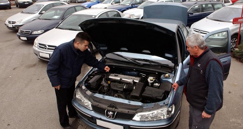 Natürlich besteht immer die Möglichkeit, das Auto einfach einem Gebrauchtwagenhändler anzubieten. Dieser wird auch in den seltensten Fällen den Ankauf verweigern, allerdings sind die hier zu erzielenden Preise nicht unbedingt die besten. (#01)