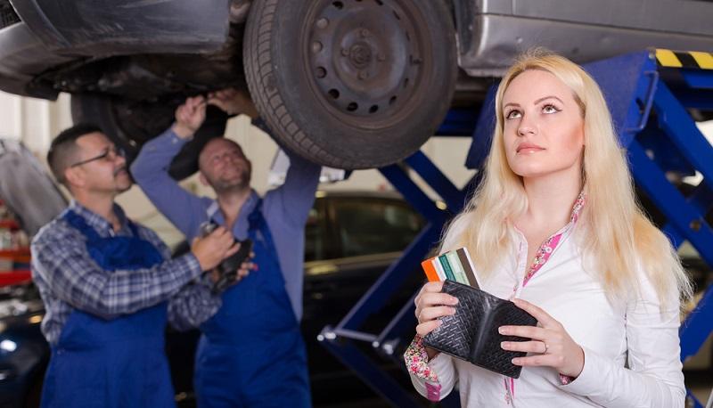 Um teure Originalteile kaufen zu können und auch bei einer hohen Werkstattrechnung das Konto nicht zu weit ins Minus zu fahren, ist ein Sofortkredit empfehlenswert. So fällt es den Autobesitzern leichter, die Kosten für ihr Fahrzeug aufzubringen. (#01)