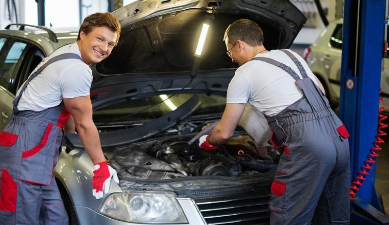 Wer sein Auto umrüsten, reparieren oder tunen lassen möchte, sollte sich überlegen, inwieweit diese Arbeiten den Wert des Fahrzeugs beeinflussen. Für eine sinnvolle, aufwertende Umrüstung kann es von den speziellen Autobanken gute Kreditangebote geben.