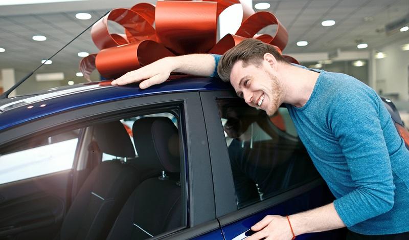 Tatsächlich versuchen viele Auto-Gewinner, ihren frischen Neuwagen zu verkaufen. (#01)