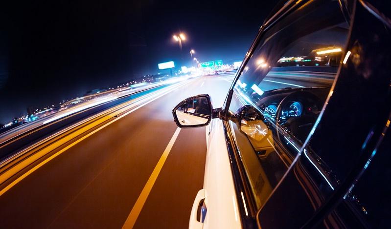 Illegale Autorennen in Berlin: Nach dem Gesetzesentwurf hingegen soll den Fahrern derartiger Rennen eine Freiheitsstrafe von bis zu zwei Jahren drohen, außerdem soll der Führerschein entzogen werden. (#02)