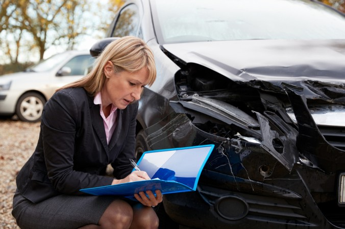 In einigen Fällen wird zur Bestimmung der Schadenshöhe oder des Unfallhergangs ein KFZ Sachverständiger hinzugezogen. Dieser erstellt dann ein Gutachten für die Versicherung oder den Versicherten. (#3)