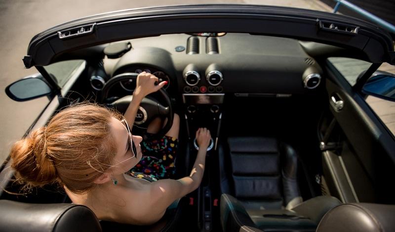 Das Fahrgefühl im Audi S5 Cabriolet ist wie erwartet hervorragend und von einer kraftvollen Leichtigkeit geprägt. (#03)