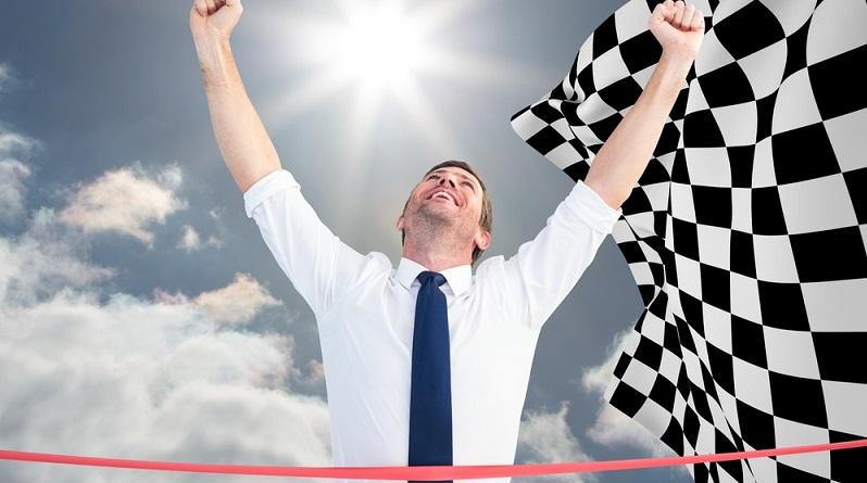 Viele Zuschauer sehen sich jedes Jahr die Rennen der Formel 1 an. Einige von ihnen versuchen ihr Spielglück und wetten auf den Ausgang der Rennen. Wie das funktioniert, zeigen wir hier. (#03)