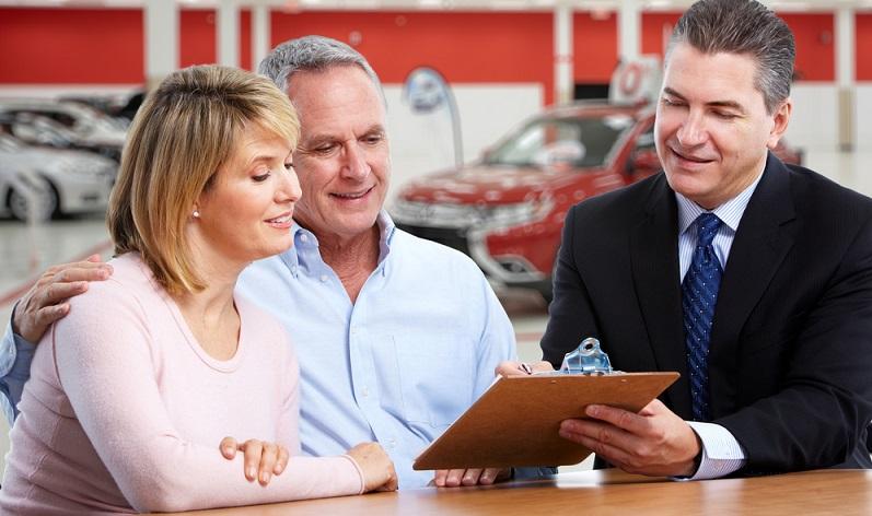 Für viele Menschen, die ein neues Auto kaufen wollen, ist der Tacho den ersten Blick wert. Natürlich möchte der Interessent wissen, wie viele Kilometer das Auto bereits auf dem Buckel hat. (#02)