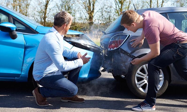 Nach dem Pflichtversicherungsgesetz ist es nicht erlaubt, einen entsprechenden Antrag auf eine Haftpflichtversicherung für die Teilnahme am Straßenverkehr ohne triftigen Grund abzulehnen.(#03)