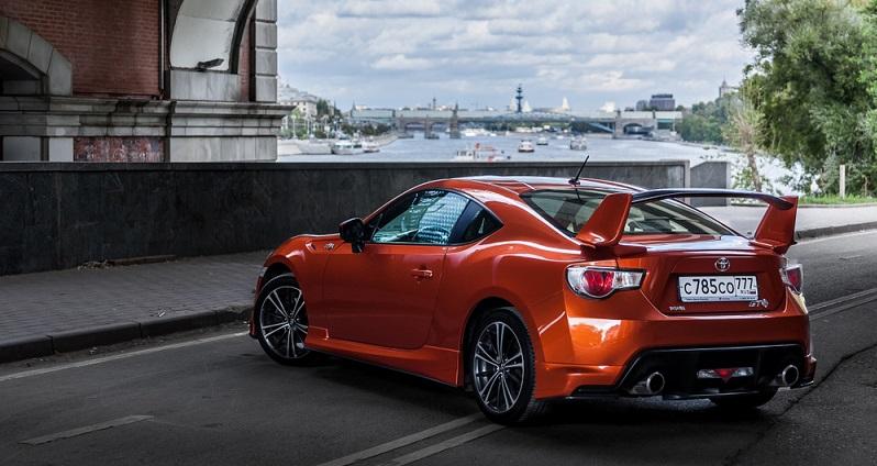 Der Toyota GT86 bringt auch schon bei niedrigen Geschwindigkeiten hohen Fahrspaß mit sich.(#02)