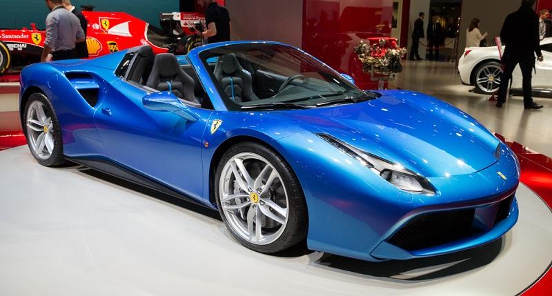 488 GTB und 488 Spider. Der Spider 488 ist eines der beiden Ferrari-Modelle der mit 670 PS, sowie mit einem Carbon-Bodykit aufwarten kann.(#04)