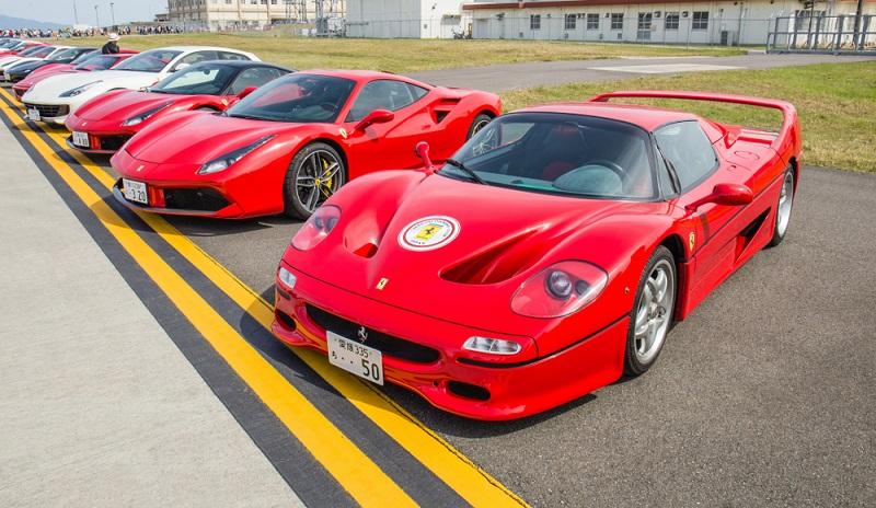 Diese Modellübersicht zeigt die aktuellen Ferraris, die momentan auf dem Markt befindlich sind.