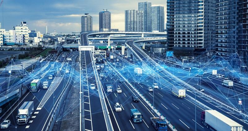 Mit V2X ist es möglich, mit anderen Fahrzeugen, mit der Infrastruktur der Straße und mit einem Netzwerk zu kommunizieren. (#01)