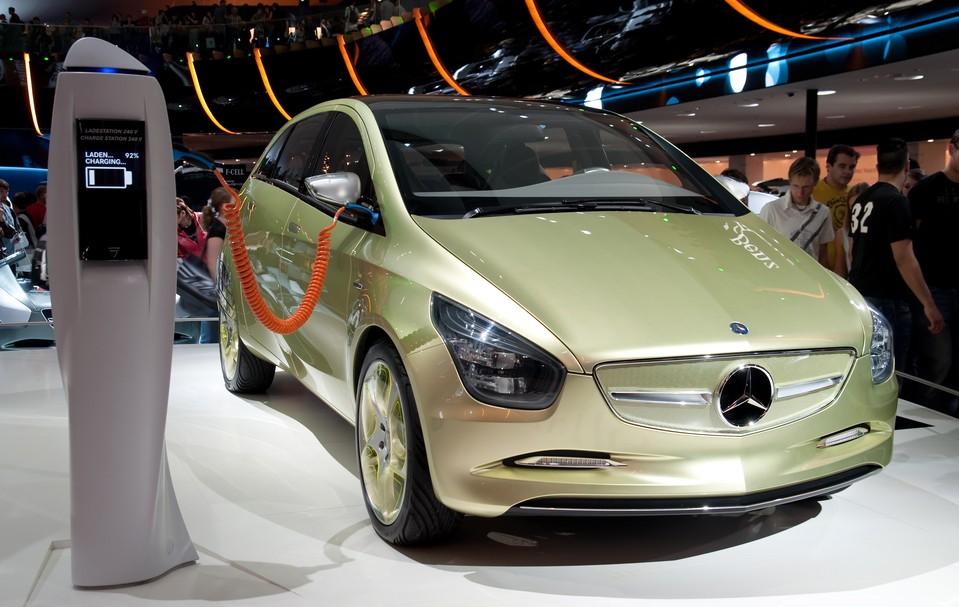 Der Elektroantrieb spielt bei Mercedes eine immer wichtigere Rolle. (Foto: shutterstock - Gyuszko-Photo, #3)