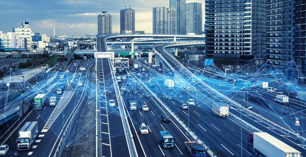 Autonomes-Fahren-Mercedes V2X Vernetzte Fahrzeuge erhöhen die Sicherheit und bieten viele weitere Vorteile. (Foto: shutterstock - metamorworks, #4)