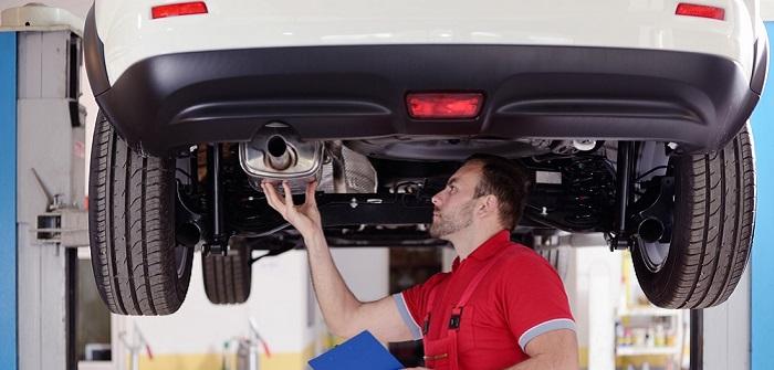 Auspuff-Reparaturkosten: So viel kostet ein neuer Auspuff ( Foto: Shutterstock-_BhFoton )
