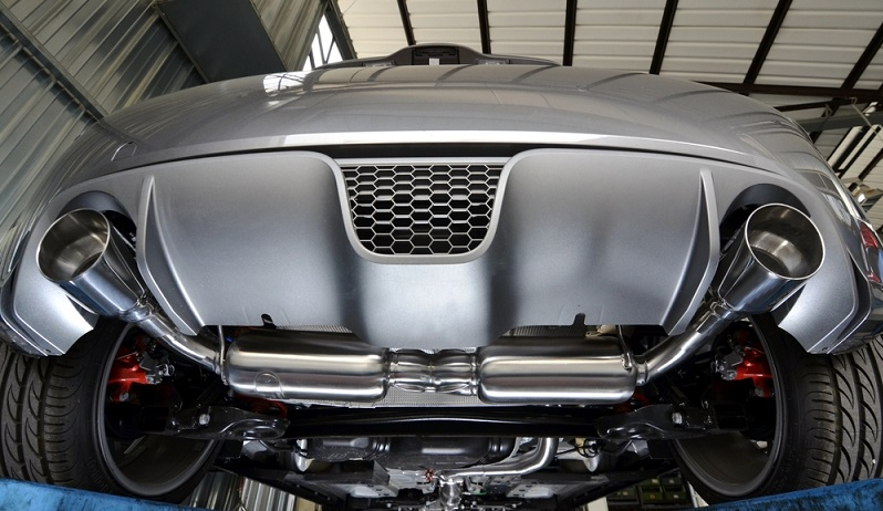 So manche Tuningfans wechseln den Auspuff oder die Auspuffanlage an ihrem Fahrzeug und vergessen, dass sie eine entsprechende Eintragung in den Fahrzeugpapieren vornehmen lassen müssen. ( Foto: Shutterstock- faboi_)
