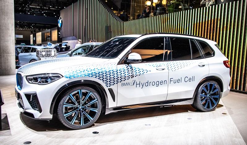 Die Förderprogramme der Bundesregierung zielen also vor allem darauf ab, die bekannten Nachteile der Wasserstoffautos zu reduzieren, was letzten Endes auch die Kosten nach unten korrigieren könnte.  ( Foto: Shutterstock-Grzegorz Czapski  )